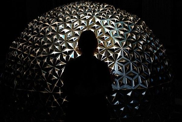 FORMAKERS - projects / http://www.formakers.eu/project-1100-daan-roosegaarde-lotus-dome