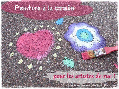 2 ingrédients pour fabriquer sa peinture à la craie et décorer les trottoirs. Découvrez-vite cette recette super simple dont un des ingrédients est l'eau ! http://www.lacourdespetits.com/la-peinture-a-la-craie-recette-maison/ #peinture #craie