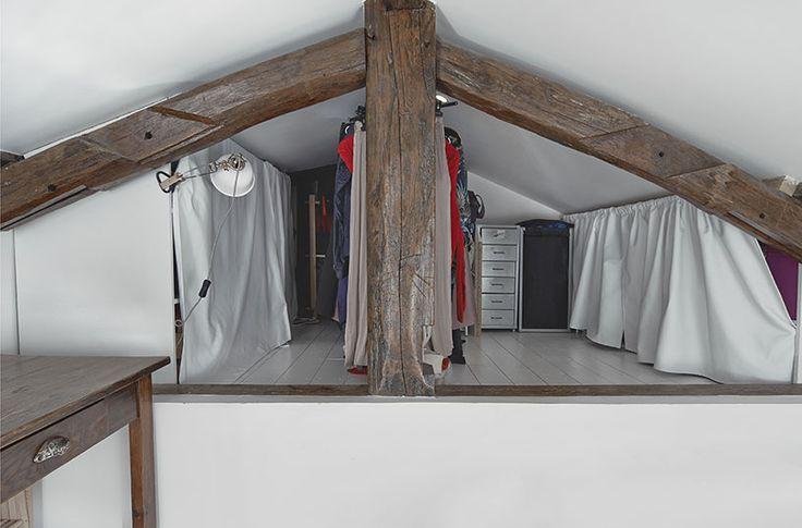 le plancher plus haut sert de dressing  // crédit photo: Dorian Huet
