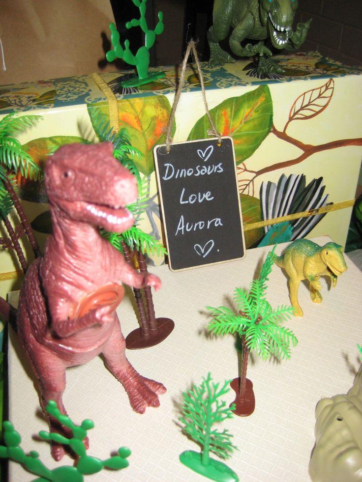 dinosaur birthday party decorating, t-rex