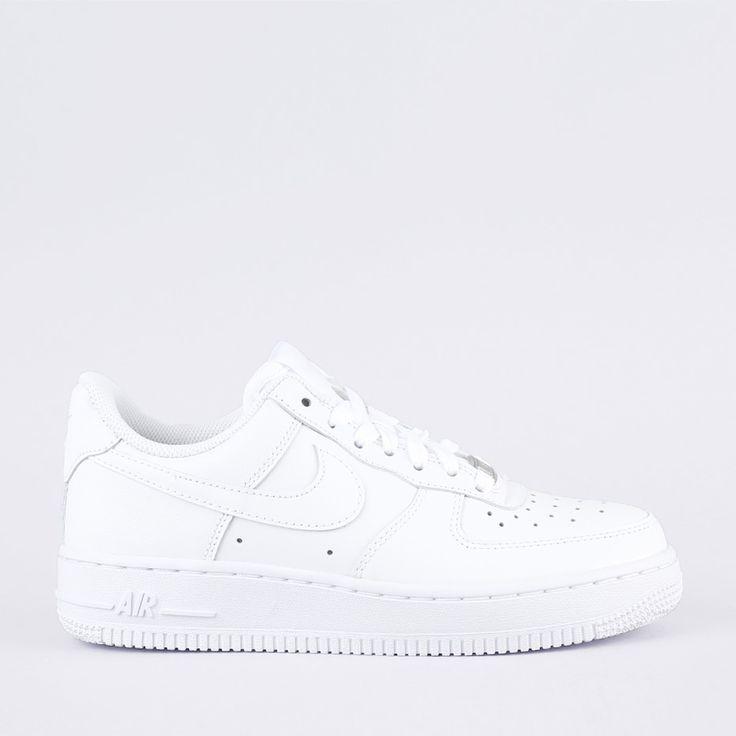 Nike kengät modernissa versiossa vuoden 1982 originaalikengistä jotka sai nimensä lentokoneesta Air Force One.Tämä oli ensimmäinen kenkä jossa oli Nike Air -vaimennus, joka muutti kokonaan Moses Malonen ja Charles Barkleyn pelaamisen.Tiedot:- Mid-Top- malli, jossa nilkan kohdalla tarrasolki.- Metalltagi tekstillä