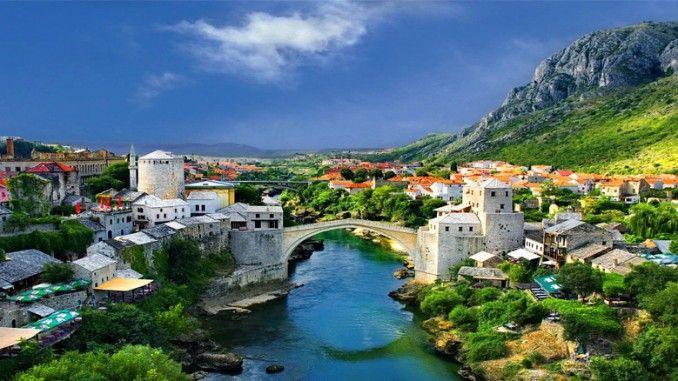 Jembatan tua Stari Most atau juga sering disebut Jembatan Mostar adalah jembatan Ottoman abad ke-16 di kota Mostar di Bosnia and Herzegovina yang melintasi sungai Nertva dan menghubungkan dua bagian kota itu.
