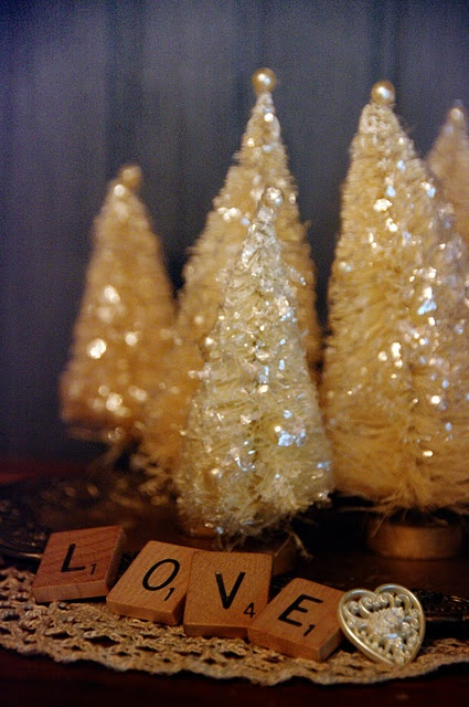 Vintage Christmas Trees TutorialVintage Christmas Trees, Creative Patches, Bottle Brush Trees, Vintage Bottle, Brushes Trees, Diy Christmas Trees, Creamy Christmas, Scrabble Tile, Bottle Brushes
