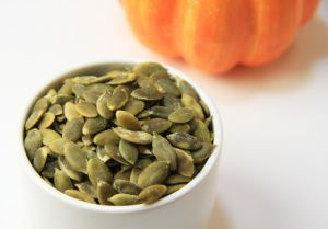 9 FANTASTICI BENEFICI DEI SEMI DI ZUCCA (9 Health Benefits of Pumpkin Seeds)