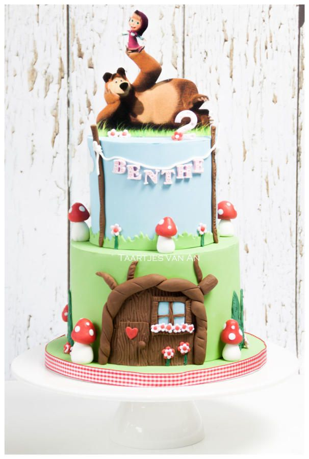 Marsha and the bear - Cake by Taartjes van An (Anneke)