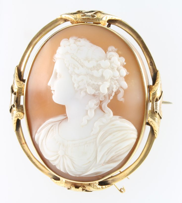 """Lot 544, An 18ct yellow gold portrait cameo brooch 3 1/2"""" x 2 1/2"""" est £300-400"""