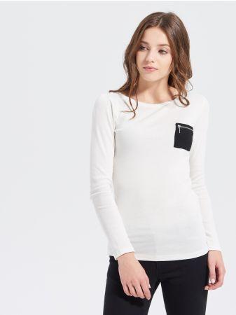 SINSAY - Bluzka z kieszenią <br><br>Wzrost modelki: 176 cm<br>Modelka ze zdjęcia ma na sobie rozmiar S