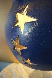 Babybauch Gipsabdruck vom Babybauch mit Sternen (beleuchtet) als Wandschmuck