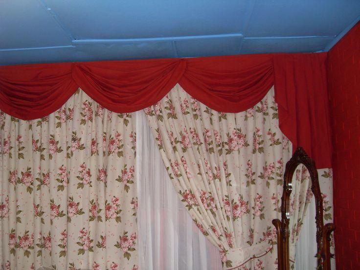 El toque unas cenefas drapeadas al tono pieceras de for Tipos de ganchos para cortinas