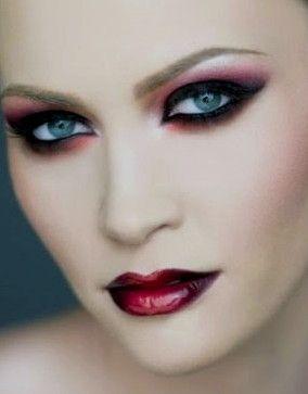 : Lipsticks, Vampires Makeup, Eye Makeup, Halloween Makeup, Makeup Ideas, Makeup Looks, Eyemakeup,  Lips Rouge, Halloweenmakeup