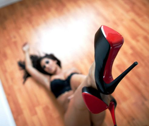 louboutins.Hot Shoes, Cars Girls, Photos Shoots, High Heels, Hot Heels, Christian Louboutin, Girls Style, Red Bottom, Christianlouboutin