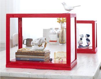 Met een beetje creativiteit, geduld en een potje rode verf is je vitrinekastje in 2 uur klaar.