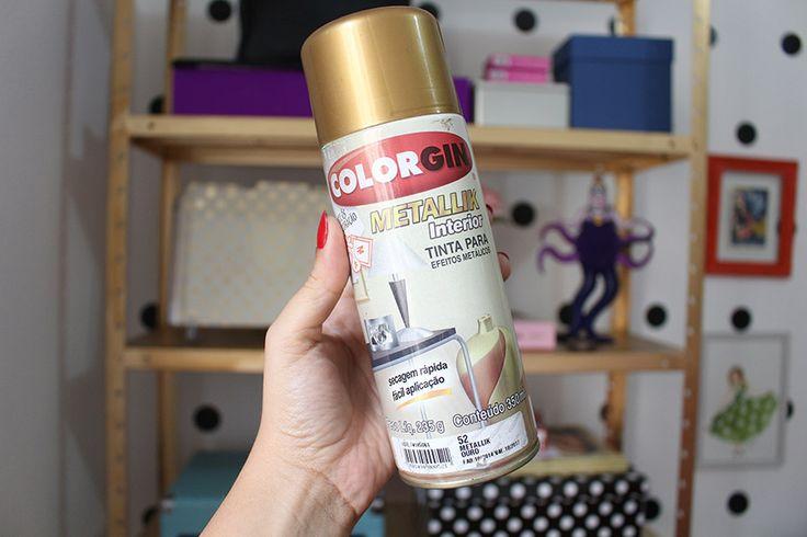 Como pintar uma estante com tinta spray dourada | Salto Agulha
