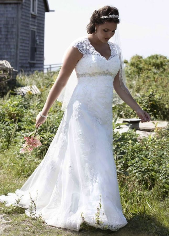 The 10 Best Brands for Plus-Size Wedding Dresses | Brit + Co