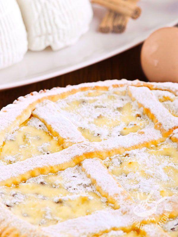 Con la Crostata di ricotta e arancia candita per celiaci portate in tavola la bontà allo stato puro. Morbido e profumato, questo dessert è irresistibile! #crostatadiricotta