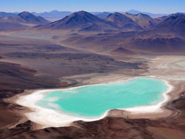 Le volcan Licancabur, dans les provinces de Sud Lipez et El Loa, entre Bolivie et Chili
