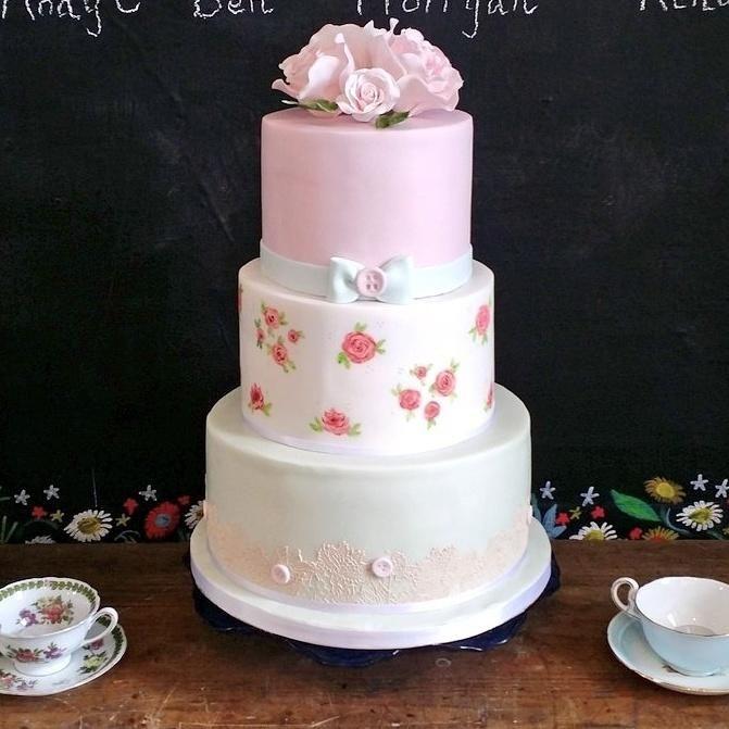Vintage Wedding Cake by Divine Bakes - http://cakesdecor.com/cakes/246871-vintage-wedding-cake