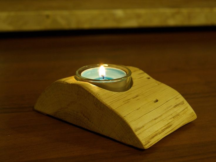 mały świecznik z drewna dębu