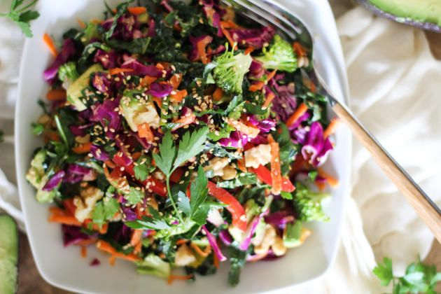 Detox kale salad not only has a ton of vegetables. Walnuts and avocados give the good fats and protein your body needs.