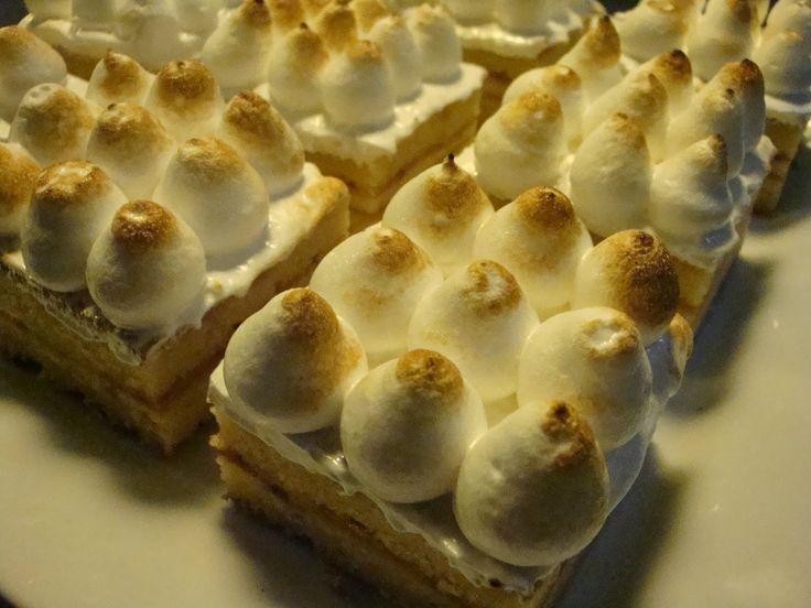 Det er forfærdelig længe siden jeg har blogget om kager. Tiden er simpel hen bare så presset, så selvom der er masser af kage-bagning på programmet og masser af gode opskrifter i skuffen, så kniber de