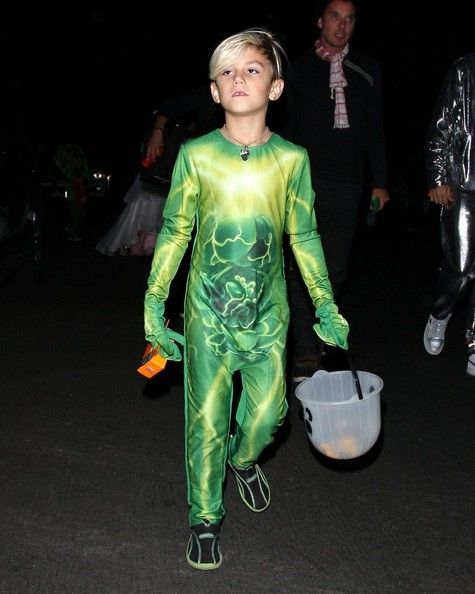 Wonderful Gwen Stefani Takes Her Boys Kingston And Zuma Trick Or Treating