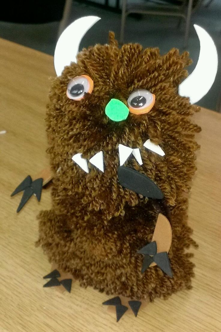 Making pompom monsters at Birmingham Museum and Art Gallery. It's The Gruffalo, of course!