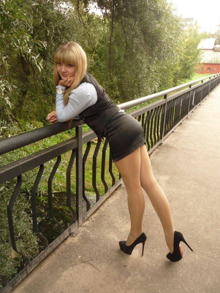 возмущается, короткие юбки зрелые женщины малышка деньги