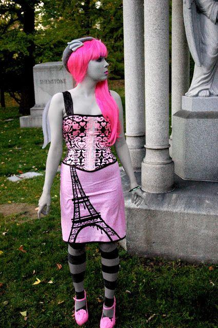 [SMASHWORKS - Footwear, Illustration, and Costume Design: Rochelle Goyle Cosplay - Sponsored by Monster High x Mattel]