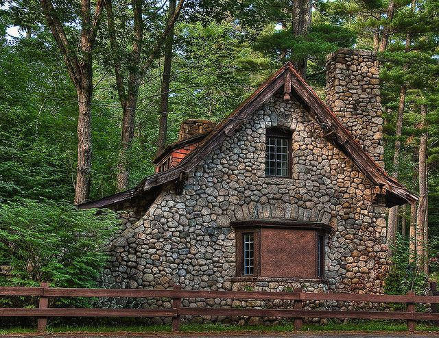 Stone Cottage In The Woods Castle in the Clouds-s...
