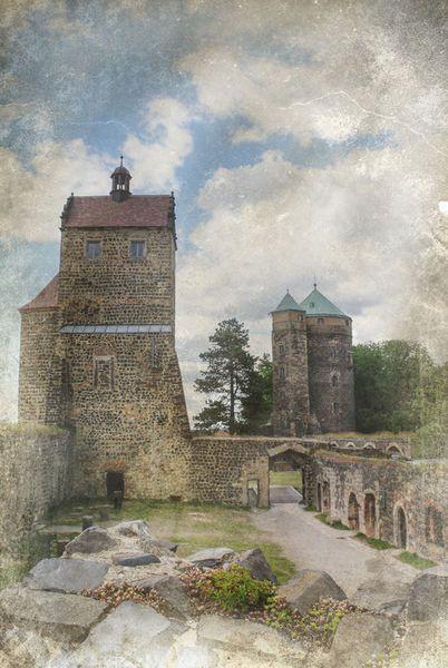 'Burg Stolpen' von Bernd  Kasper bei artflakes.com als Poster oder Kunstdruck $17.33