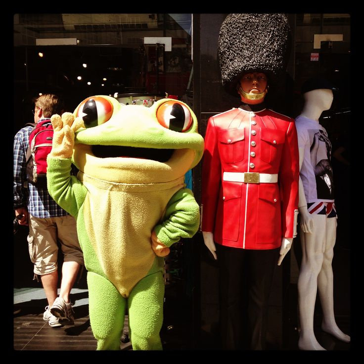 Sometimes Cha Cha can be found out and about on the streets of London! He loves sightseeing and meeting new people. What famous sights in London do you think Cha Cha should visit next? http://www.therainforestcafe.co.uk