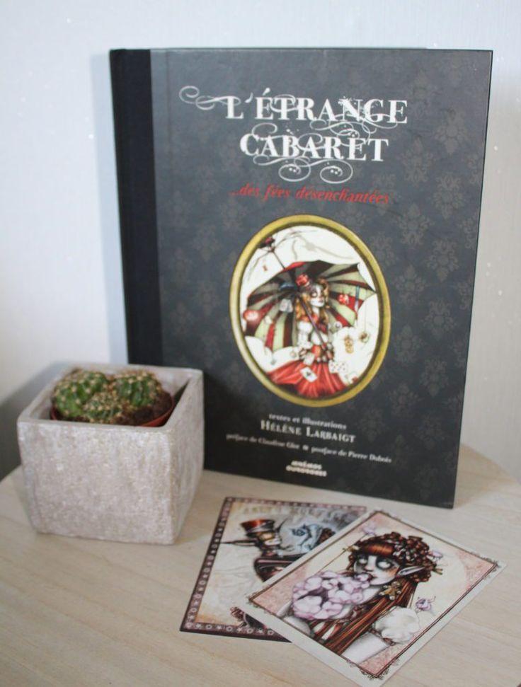 C'est à l'occasion de Trolls&Légendes puis des Imaginales que j'ai pu découvrir et rencontrer Hélène Larbaigt. Son livre « L'étrange Cabaret…des fées désenchantées » (2014) est un vrai petit trésor, une pépite aussi bien pour les textes que l'illustration.