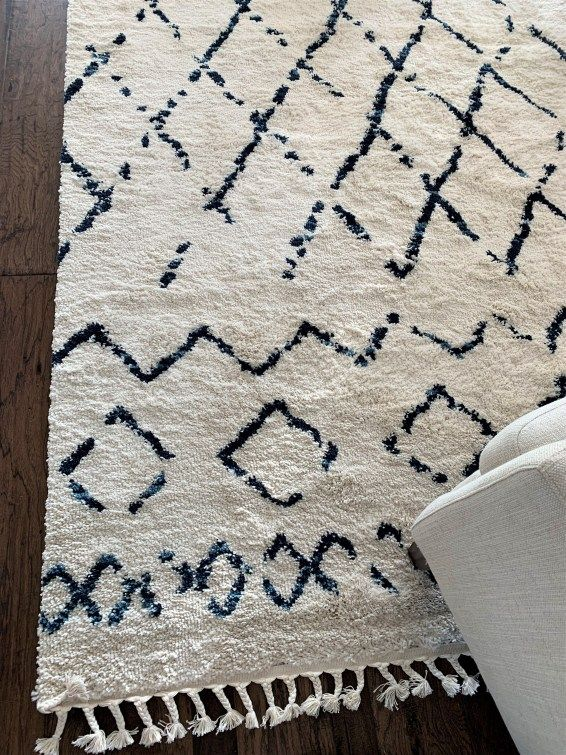 12 Best Navy And White Area Rugs Under 200 Thetarnishedjewelblog Navy And White Rug Blue And White Rug White Area Rug Living Room