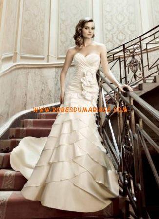 Simone Carvalli robe de mariée sans bretelle longue champagne avec traîne satin