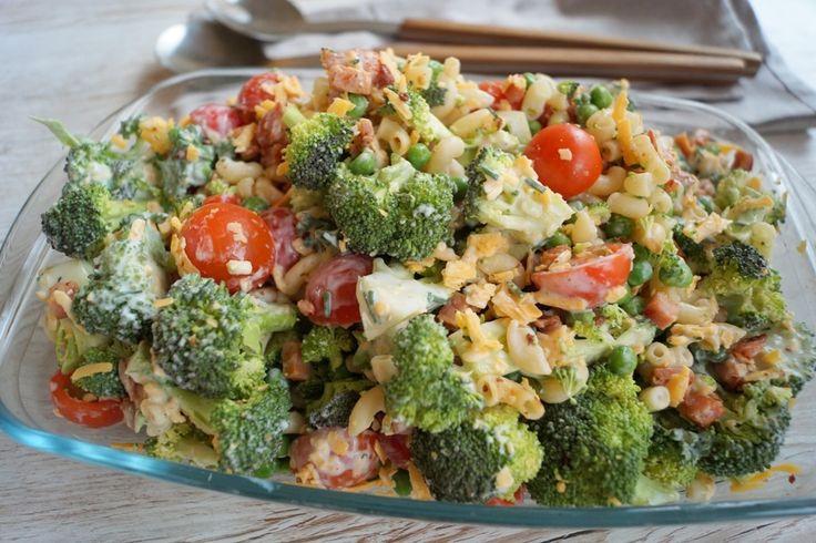 Cremet pastasalat med broccoli.