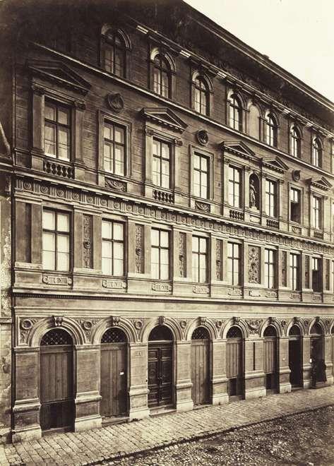 Zoltán utca 7-9., Dietl Lipót bérháza. A felvétel 1880-1890 között készült. A kép forrását kérjük így adja meg: Fortepan / Budapest Főváros Levéltára. Levéltári jelzet: HU.BFL.XV.19.d.1.05.119