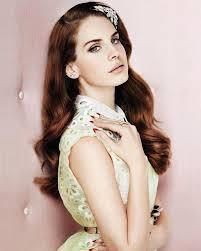 LANA DEL REY MODASI:          Elizabeth Woolridge Grant yani sahne adı ile Lana Del Rey modanın yeni ikonları arasında gösterilmeye başladı.Gerek sokak stili gerekse  sahne kıyafetleri ile moda severlere ilham kaynağı oluyor.