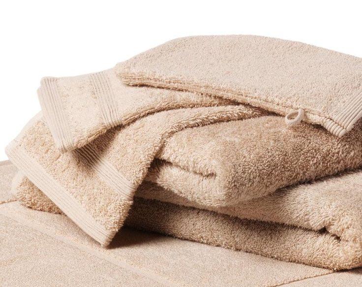 Heerlijk zachte badhanddoeken. Badhanddoeken zijn een stukje groter dan handdoeken. Bekijk de mooie collecties op http://www.fijnehanddoek.nl/badhanddoeken