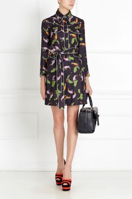 Шелковое платье Gucci - Шелковое платье, украшенное яркими птицами, — визитная карточка новой коллекции Gucci в интернет-магазине модной дизайнерской и брендовой одежды