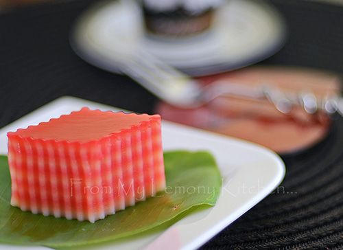 From My Lemony Kitchen ....: Kuih Lapis / Steamed Rice Flour Layers