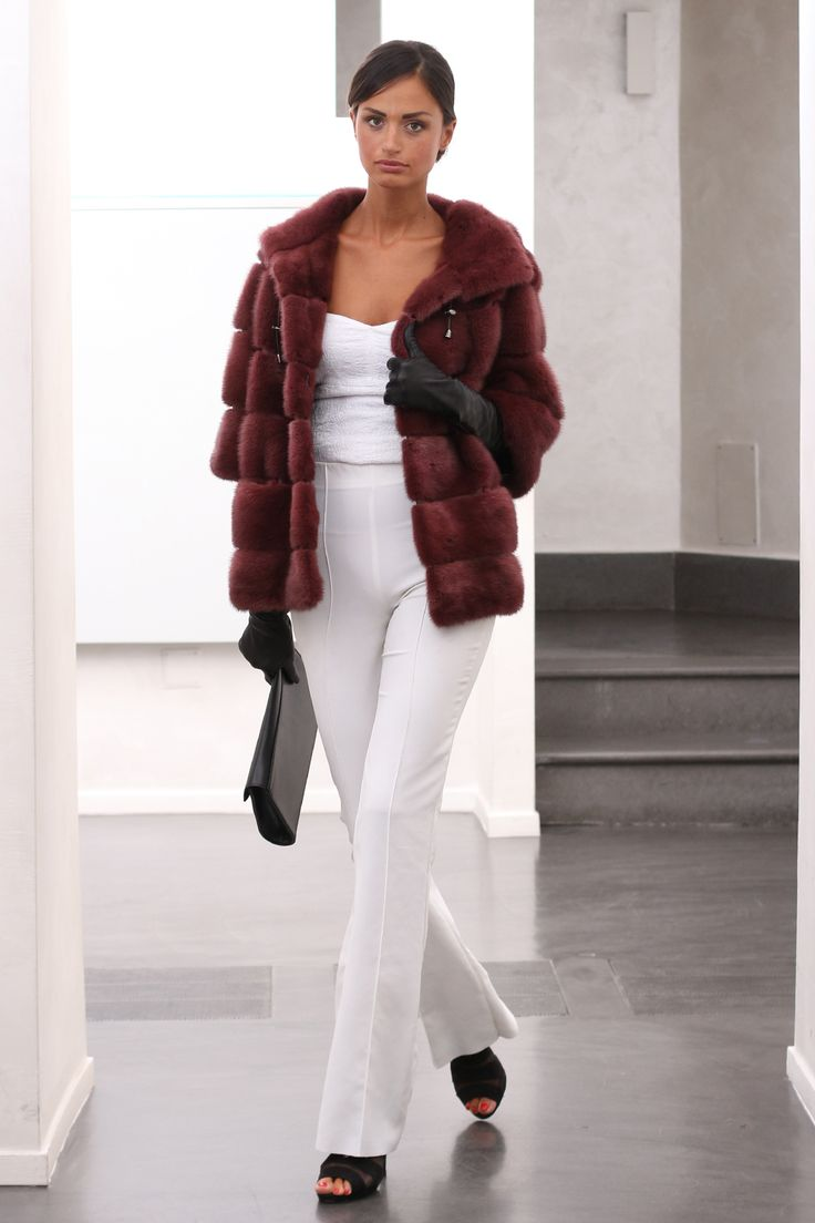 Female Mink Fur Jacket with hooks and button at the collar. Giacca di Visone Femmina con gancetti e bottone al collo. #elsafur #fur #furs #furcoat #mink #vest #gilet #jacket #giacca #peliccia #pellicce