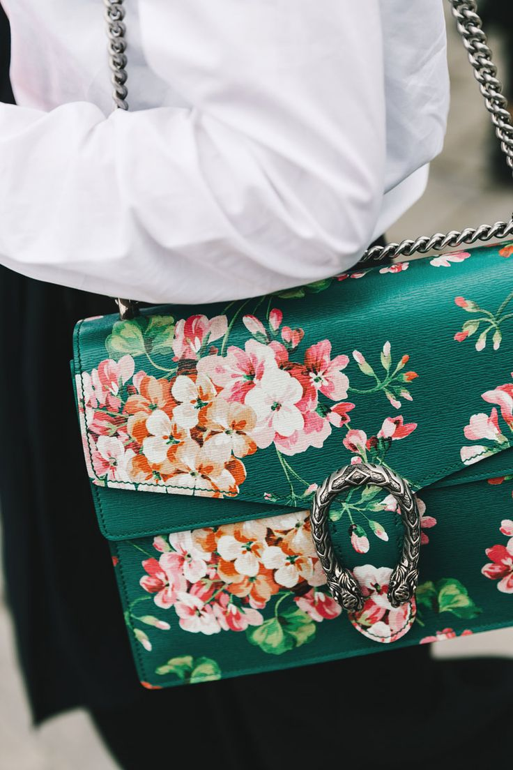 gorgeous green floral clutch purse // street style