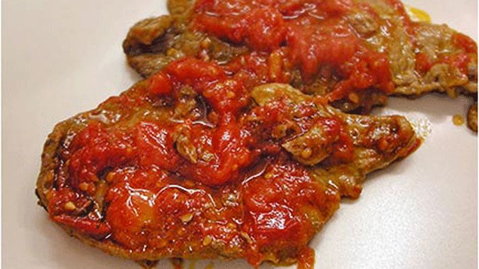 Εσκαλόπ με Σάλτσα Ντομάτας ( Ισπανία ) - Αλάτι και Πιπέρι