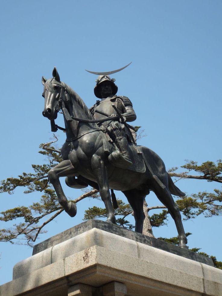 仙台といえば伊達政宗。これを見なきゃ始まらない。伊達政宗像。仙台の見所一覧。