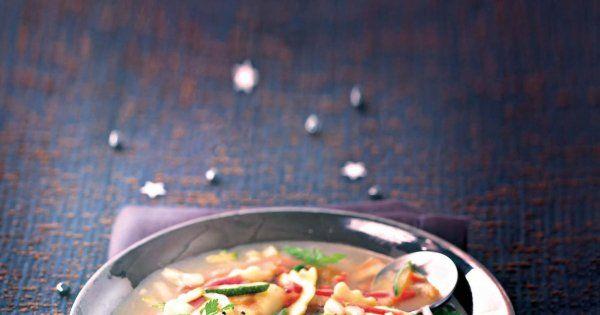 consommé aux ravioles à la truffe blanche, raviolis à la truffe blanche, julienne de légumes, fond de veau en poudre, entrées