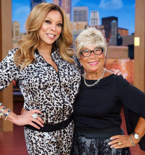 Wendy Williams && her mother! Pose'n!