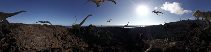 Los dinosaurios (Dinosauria, del griego δεινός σαῦρος, deinos sauros, 'lagarto terrible') es un superorden de vertebrados saurópsidos que dominaron los ecosistemas terrestres del Mesozoico durante unos 160 millones de años, alcanzando una gran diversidad y, algunos, tamaños gigantescos. Una de las principales características de los dinosaurios es la propiedad de tener las patas situadas en posición vertical por debajo del cuerpo, como ...