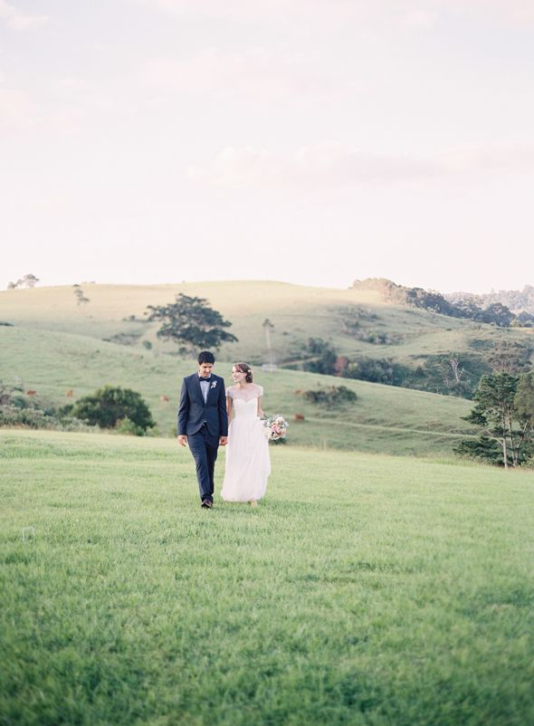 maleny, montville, sunshine coast  hinterland wedding photos. bride and groom. rolling hills