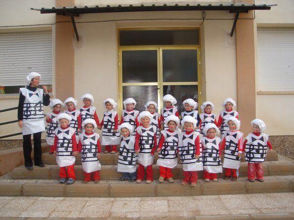 disfraces colegios con bolsas blancas de disfraces especiales para disfraz de multipapel http://www.multipapel.com/familia-material-para-disfraces-maquillaje-bolsas-de-color.htm