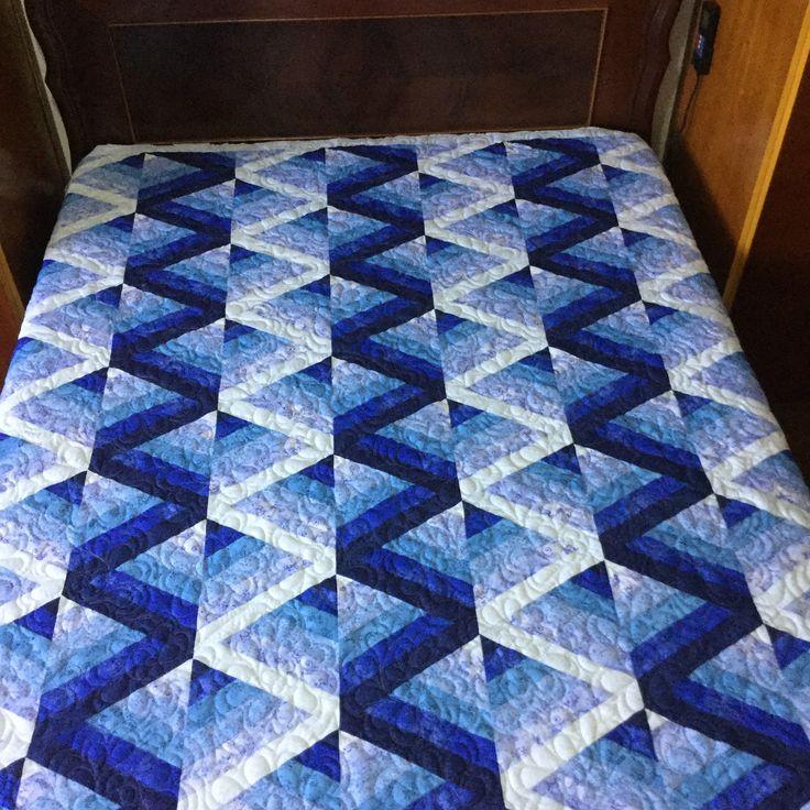 Colcha em Patchwork, técnica tradicional americana, confeccionada em tecido 100% algodão.  Medidas: 2,20 x 2,10 serve para uma cama casal medida padrão.